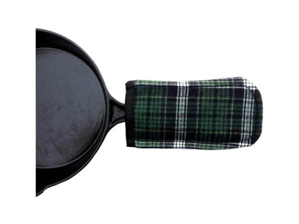 Cast iron pan handle holder - Photo: Etsy