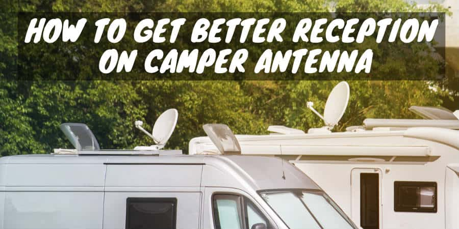 Camper with antenna